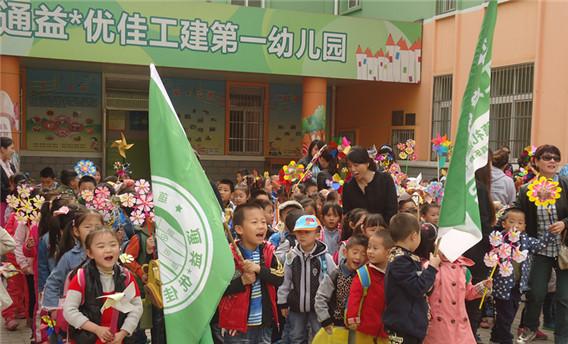 幼儿园开展了《春天在哪里》为主题的系列活动:种植